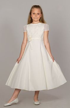 Moda Adolescentes y Niños Girls Communion Dresses, Baptism Dress, Flower Girl Outfits, Girls Dresses Sewing, Dress Brokat, Party Frocks, Baby Dress, Nice Dresses, Bridesmaid Dresses