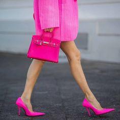 Pink Power . Credit @alexandralapp . . . . . . . . . . . . #fashionenthusiast #fashionvibes #fashioninstagram #luxurylifestyle #luxuryshoes #fashiondaily #newseasonstyle #heels #highheels #shoegame #bossgirls #fashion #heelstagram #shoesshoesshoes #pink European Street Style, Street Style Looks, Looks Style, Trendy Handbags, Hermes Handbags, Fashion Handbags, Pink Power, Girls Blouse, Tumblr Girls