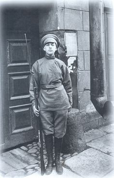 "A ""Women's Battalion of Death"" warrior on duty, Petrograd, 1917 with her Mosin-Nagant"