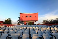 A site documenting the architecture of Africa's old cinemas, starting with Angola. #cineafrica