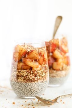 These simple peach pie breakfast parfaits taste like a decadent dessert, but are…