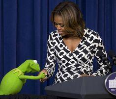 Michelle Obama recibe la visita de la rana René en la Casa Blanca