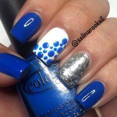 Azul y plateado