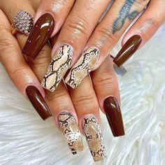 Classy Nails, Stylish Nails, Trendy Nails, Gold Stiletto Nails, Pink Acrylic Nails, Snake Skin Nails, Belle Nails, Leopard Print Nails, Nails And Screws