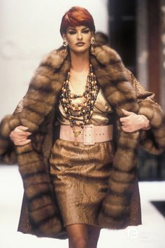 Linda Evangelista in a Snake Print leather Skirt by Christian Dior Dior Haute Couture, Style Couture, Couture Fashion, Runway Fashion, Fur Fashion, Fashion Models, High Fashion, Christian Dior Designer, Mode Mantel