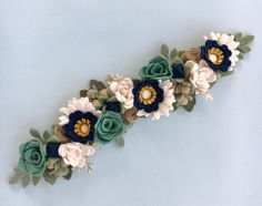 Finished this custom order today! I loved how it turned out. Felt Roses, Felt Flowers, Fabric Flowers, Paper Flowers, Ribbon Flower Tutorial, Bow Tutorial, Felt Flower Bouquet, Felt Succulents, Felt Headband