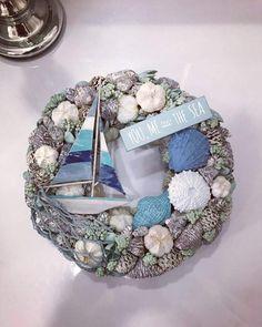 Shell Wreath, Rope Basket, Seashell Art, Summer Design, Shell Crafts, Room Themes, Beach House Decor, Summer Wreath, Beach Art