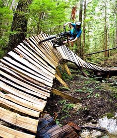 Gonna try this someday. Mtb Trails, Mountain Bike Trails, Vtt Dirt, Bike Rider, Bike Style, Trail Riding, Extreme Sports, Outdoor Activities, The Great Outdoors