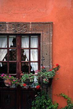 abriendo-puertas:    Casa Schuck. San Miguel de Allende, Guanajuato, México. By Díaz de León
