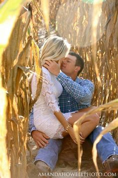 Country Engagement Photos - What to do on engagement photo session? Pay attention on these popular marriage proposal photo ideas and pick some of them for yourself! Photo Poses For Couples, Engagement Photo Poses, Couple Posing, Engagement Couple, Engagement Photography, Cute Couples, Wedding Photography, Hunting Engagement Pictures, Country Engagement Photos