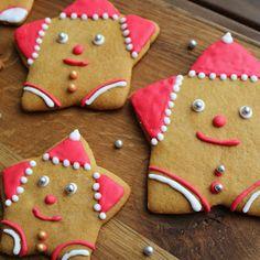 ZABAWNY POMYSŁ NA ZDOBIENIE ŚWIĄTECZNYCH PIERNICZKÓW - PIERNIKOWE MIKOŁAJE Gingerbread Cookies, Sugar, Desserts, Blog, Gingerbread Cupcakes, Tailgate Desserts, Deserts, Postres, Dessert