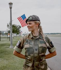 Female Soldier, Army Soldier, Mädchen In Uniform, Battle Dress, Girly Girl Outfits, Warrior Girl, Warrior Women, Military Girl, Military Women
