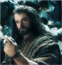 Richard Armitage as Thorin gazing at Erebor .You can find Thorin oakenshield and more on our website. Richard Armitage as Thorin gazing . Le Hobbit Thorin, Hobbit Art, Thranduil, Legolas, Aragorn, Bagginshield, Desolation Of Smaug, Thorin Oakenshield, British Actors
