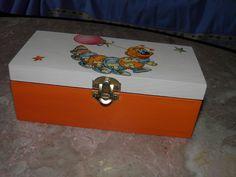 Caixa de Madeira com Lagartinha (decoupage)