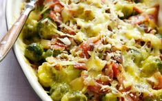 Easy casserole with Brussel sprouts, bacon and lots of cheese! The smokey flavor of the bacon really sokes in the sprouts and neutralize the bitterness. Just asome, simple and keto! Dutch Recipes, Low Carb Recipes, Cooking Recipes, Healthy Recipes, I Love Food, Good Food, Yummy Food, Oven Dishes, Winter Food