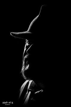 Low Key Photography, Portrait Photography Men, Photography Poses For Men, Creative Photography, Black And White Portraits, Black White Photos, Black And White Photography, Low Key Portraits, Black Paper Drawing