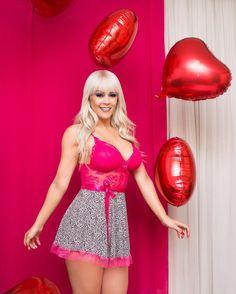 Foto : @_mayoliveira  para coleção dia dos namorados @tallytamodaintima  Produção : @thays_florencio  Modelo: @laudynnechaves  #work #lingerie #diadosnamorados #love #pink #valentineday #goiania #fotografiagoiania by _mayoliveira