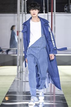 See the complete SJYP Seoul Fall 2016 collection.