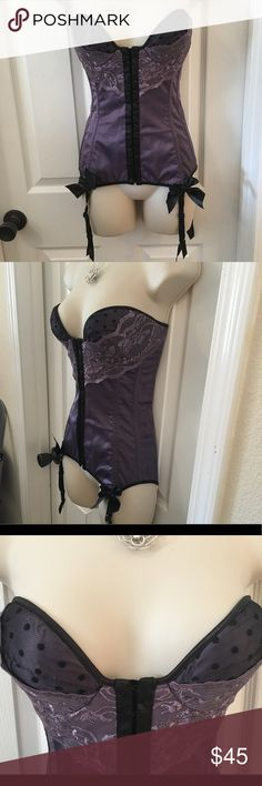 SP COQUETTE Purple/Black Lace-Up/Hook & Eye CORSET Coquette brand (Canadian Brand) Corset - SP (small petite). Hook and Eye closures up the front. True Lace-Up closure in the back - there is LOTS of string to give variability in size. Stunning purple and black with a very Victorian Gothic vibe. There is an optional bow that you can pin on the front. Comes with garter belts, but they are removable. Has slots for optional shoulder straps (not included). Underwire and boning. Very pretty Matte…