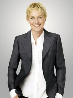 Ellen Degeneres must meet her one day. My idol! Pretty People, Beautiful People, Beautiful Person, Ellen And Portia, Ellen Degeneres Show, Contact Ellen Degeneres, 50 And Fabulous, Short Hairstyles For Women, Short Haircuts