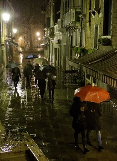 ☂ ... rainy night in Venice, by Jeff Henderson