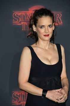 55206113_winona-ryder-stranger-things-saison-2-premiere-los-angeles-26-10-2017-31.jpg
