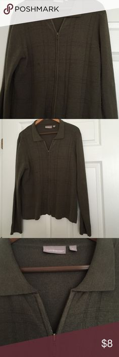 Woman's collared, zipper down sweater shirt Women's collared, zipper down sweater shirt. Perfect for the fall no stains or tears. Tiny bit of pilling, hardly noticeable such a pretty box pattern in front of sweater croft & barrow Sweaters Cardigans