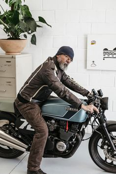 There's a whole lot of customs out there that fly pretty close to the definition of cheating. You can do up a SR500 to look like an old school cafe racer easily enough and bikes like the W650 come as a pre-packaged halfway point to a great looking custom...
