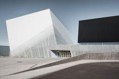 Saucier + Perrotte Architectes Wins 2018 RAIC Gold Medal, Saint- Laurent Sports Complex. Image © Olivier Blouin Photographer