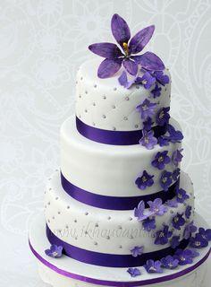 . Purple Wedding Cakes, Wedding Cakes With Cupcakes, Wedding Cake Decorations, Unique Wedding Cakes, Cupcake Cakes, Plan My Wedding, Our Wedding, Wedding Venues, Wedding Planning