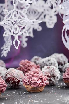 Christmas Dessert : Sugar Plum Cupcakes And Sugared Plums Christmas Tea, Christmas Desserts, Holiday Treats, Christmas Baking, Christmas Cookies, Holiday Recipes, Xmas, Merry Christmas, Pavlova