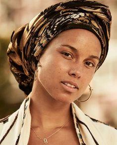 A fresh-faced Alicia Keys | By Jason Kim