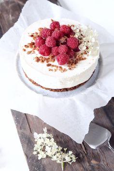 cheese cake with raspberries