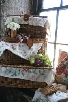 ❥ Romantic picnic, via Matthew Mead