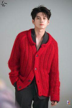 Ong Seongwoo🐝 my page for more pic Ong Seung Woo, My Handsome Man, Wheein Mamamoo, My Big Love, Kim Jaehwan, Body Reference, Cha Eun Woo, Seong, 3 In One