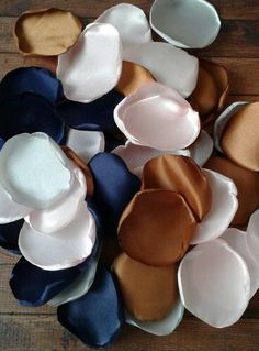 5 ways to hide your cat's litter - HomeDBS Satin Roses, Blush Roses, Silver Roses, Navy And Copper, Copper Rose, Navy Wedding Colors, Wedding Color Schemes, Unique Wedding Colors, Wedding Blush