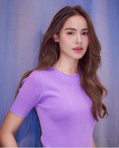 ស្អាតដូចគំនូរ💜 Beautiful in purple Repost The lighting was bad but i have a magic wand. Fresh Makeup Look, Makeup Looks, Hot Japanese Girls, Ulzzang Korean Girl, Beautiful Actresses, Pretty Hairstyles, Beauty Women, Asian Beauty, Asian Girl