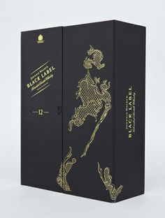 British Illustrator Chris Martin in partnership with LOVE created these limited edition Johnnie Walker packaging design to celebrate the Chinese Year of the Dragon. Cool Packaging, Luxury Packaging, Bottle Packaging, Design Packaging, Johnnie Walker, Chris Walker, Le Clan, Year Of The Dragon, Dragon Design