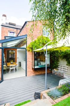 Side return extensions can be the perfect solution for turning poorly laid out, rarely used, dark rooms into bright, open plan spaces. Here's what you should know before planning a side return extension Kitchen Extension Side Return, Cottage Extension, Kitchen Diner Extension, Side Extension, House Extension Design, Glass Extension, Extension Designs, Extension Ideas, House Extension Plans