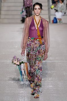 See all the Collection photos from Missoni Spring/Summer 2020 Ready-To-Wear now on British Vogue 2020 Fashion Trends, Fashion 2020, Fashion Week, Fashion Art, Boho Fashion, Fashion Show, Fashion Outfits, Fasion, Missoni