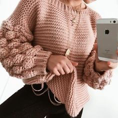 Loom Knitting, Knitting Patterns, Cool Outfits, Fashion Outfits, Knitwear Fashion, Cute Sweaters, Cute Designs, My Outfit, Ideias Fashion