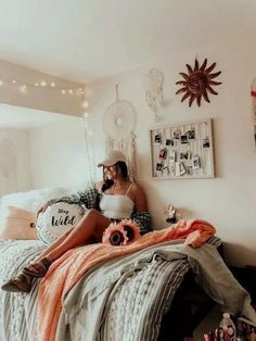 OMG these boho dorm room ideas are literally GORGEOUS!! You need to see these boho bedrooms! #college #boho Cozy Dorm Room, Dorm Room Walls, Cute Dorm Rooms, College Dorm Rooms, Room Wall Decor, Bedroom Wall, Bedroom Decor, Bedroom Ideas, White Bedroom