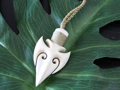Curious concept design of arrow head based on bone necklace carving. Wood Carving Designs, Wood Carving Patterns, Wood Carving Art, Bone Carving, Wood Art, Antler Jewelry, Men's Jewelry Rings, Bone Jewelry, Wooden Jewelry