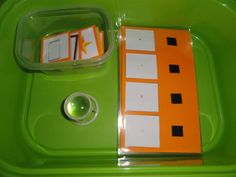 Observer à la loupe l'image miniature et scratcher à côté l'image en grand - Credit Celine Lhost - Montessori