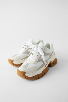 Shop Women's Zara White Tan size 9 Sneakers at a discounted price at Poshmark. Description: Great sole , makes you look tall, like new. Chunky Sneakers, Casual Sneakers, White Sneakers, Sneakers Fashion, Adidas Fashion, Moda Sneakers, Shoes Sneakers, Women's Shoes, Online Zara