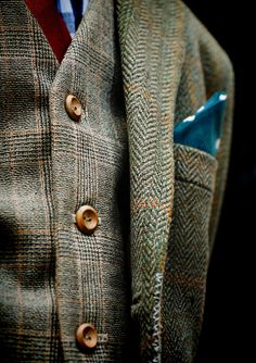 Tweed on tweed.  Old, well-loved, well-maintained.  Not discarded due to some wear and tear (note the repairs on the edge).  This is how it should be done: start authentic, wear, care, keep, repair.