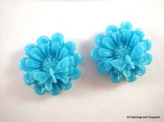 6 Turquoise Flower Cabochon Resin w by allearringsandsuppli, $1.95