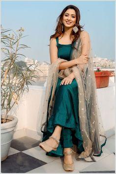 Long Dress Design, Stylish Dress Designs, Stylish Dresses, Casual Indian Fashion, Indian Fashion Dresses, Indian Gowns, Indian Bridal Outfits, Indian Bridal Fashion, Simple Indian Suits