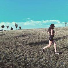 He vuelto a hacer el mal  pero es que no puedo salir a andar y no probar a correr  (sé de uno que me va a echar la bronca) #running #SuperandoLesiones Feliz viernes!  by charcodelocos #running #ownyourmarks #run