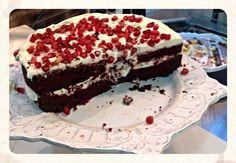 Red velvet con granada. Granada, Red Velvet, Cake, Desserts, Food, Sweets, Recipes, Tailgate Desserts, Deserts